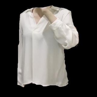 このコーデで使われているINGNIのTシャツ/カットソー[ホワイト/ホワイト]