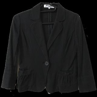 このコーデで使われているNATURAL BEAUTY BASICのジャケット[ブラック]
