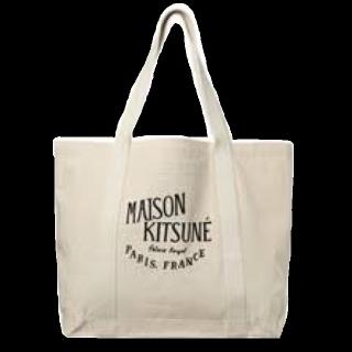 このコーデで使われているMAISON KITSUNEのトートバッグ[ホワイト/ベージュ]
