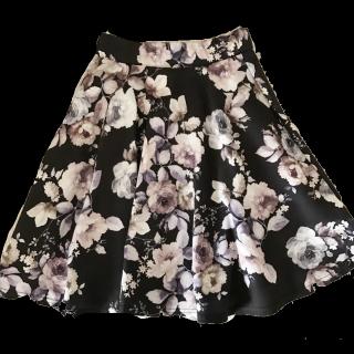 このコーデで使われているONE WAYのミニスカート[ブラック/ホワイト]
