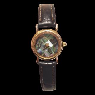 このコーデで使われている腕時計[ブラウン/ゴールド]