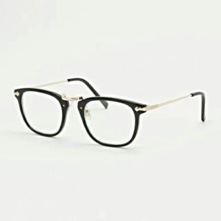 このコーデで使われているLBCのメガネ[ブラック]