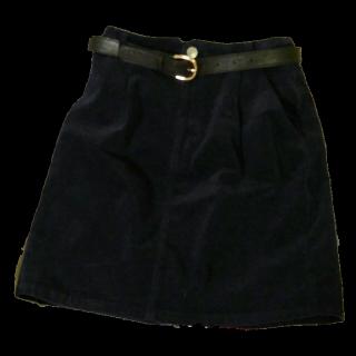 このコーデで使われているINGNIのタイトスカート[ネイビー]