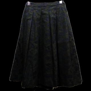 このコーデで使われているUNIQLOのフレアスカート[ブラック]