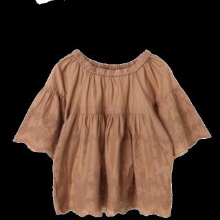 このコーデで使われているearth music&ecologyのTシャツ/カットソー[キャメル]