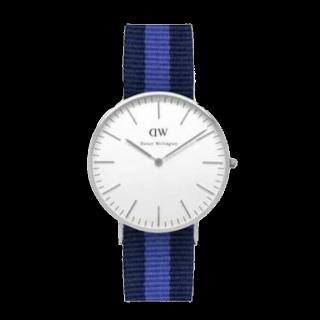 このコーデで使われているDWの腕時計[ホワイト/ブラック/ブルー]