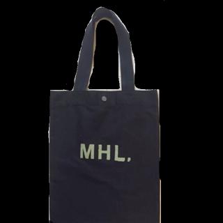 このコーデで使われているMHL.のトートバッグ[ブラック]