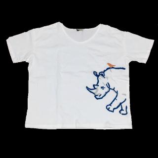 このコーデで使われているTシャツ/カットソー[ホワイト/ブルー]