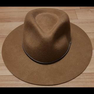 このコーデで使われているnico and...の女優帽[ブラウン]