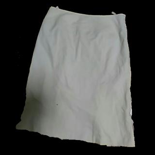 このコーデで使われているany SiSのひざ丈スカート[ホワイト]