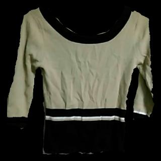 このコーデで使われている22 OCTOBREのTシャツ/カットソー[ホワイト/ブラック/ベージュ]