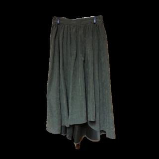 このコーデで使われているBODY DESSERTのミモレ丈スカート[カーキ]
