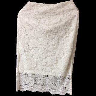このコーデで使われているGUのひざ丈スカート[ホワイト]