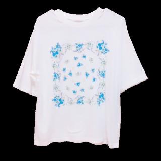 このコーデで使われているehka sopoのTシャツ/カットソー[ホワイト/ブルー]