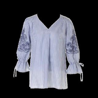 このコーデで使われているJUSGLITTYのシャツ/ブラウス[ブルー/ホワイト]