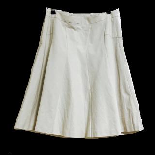 UNTITLEDのひざ丈スカート