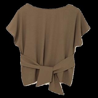 このコーデで使われている22 OCTOBREのTシャツ/カットソー[カーキ]