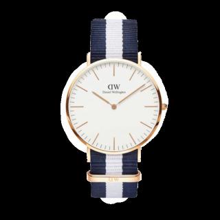 このコーデで使われているDWの腕時計[ホワイト/ネイビー]