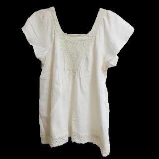 このコーデで使われているLOWRYS FARMのシャツ/ブラウス[ホワイト/ベージュ]