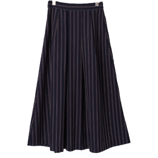 このコーデで使われているTechichiのミモレ丈スカート[ネイビー]