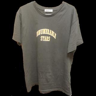 このコーデで使われているWEGOのTシャツ/カットソー[グレー/オレンジ]