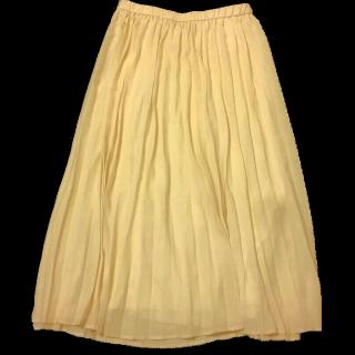 このコーデで使われているGUのプリーツスカート[ベージュ]