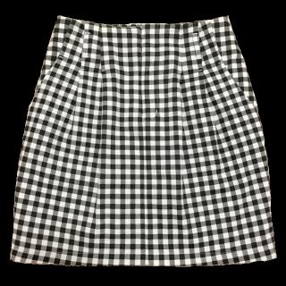 このコーデで使われているGUのミニスカート[ブラック/ホワイト]