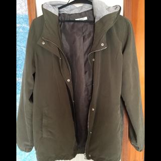不明のジャケット