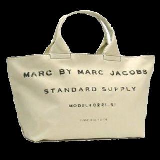 このコーデで使われているMarc by Marc Jacobsのトートバッグ[ホワイト]