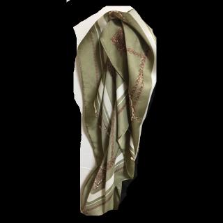 このコーデで使われているスカーフ[カーキ]