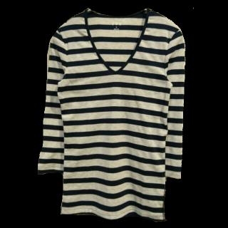 このコーデで使われているthree dotsのTシャツ/カットソー[ホワイト/ネイビー]