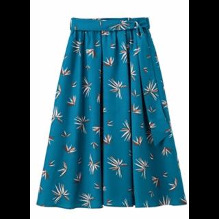 このコーデで使われているFABIAのミモレ丈スカート[ブルー]