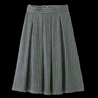 このコーデで使われているGUのミモレ丈スカート[グレー]