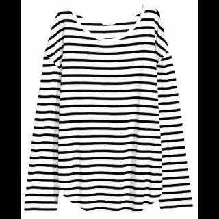 このコーデで使われているH&MのTシャツ/カットソー[ホワイト/ブラック]