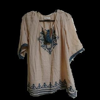 このコーデで使われているchocol raffine robeのプルオーバー[キャメル]