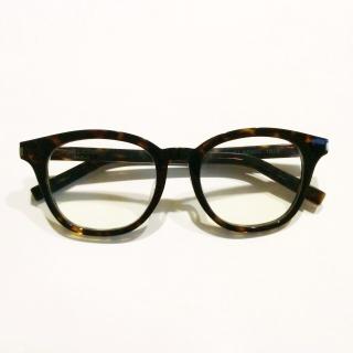 このコーデで使われているSaint Laurentのメガネ[ブラック/ブラウン/ベージュ]