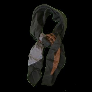 不明のスカーフ