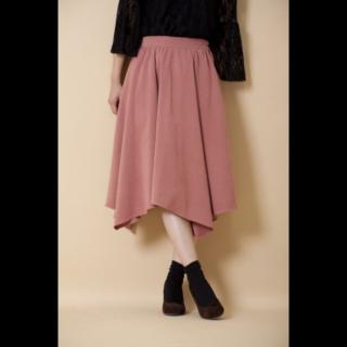 このコーデで使われているOLIVE des OLIVE / ANOTHER BRANCHのスカート[ピンク]