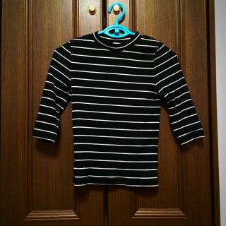 このコーデで使われているGUのTシャツ/カットソー[ブラック/ホワイト]
