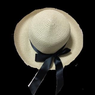 このコーデで使われている帽子[ベージュ/ブラック]