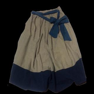 不明のマキシ丈スカート