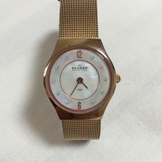 このコーデで使われているSkagenの腕時計[ゴールド]