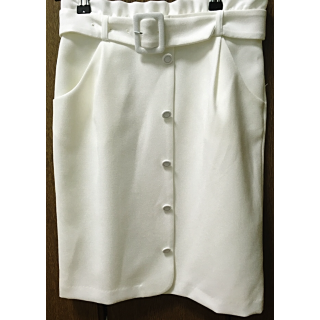 このコーデで使われているMISCH MASCHのひざ丈スカート[ホワイト]
