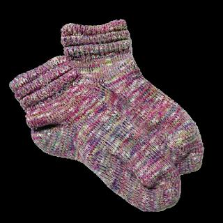 このコーデで使われている靴下屋のソックス[ピンク]