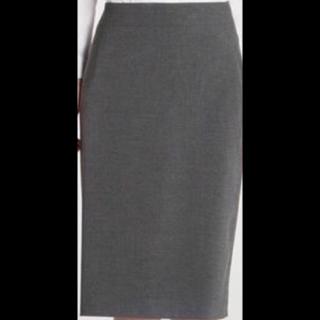 このコーデで使われているUNIQLOのひざ丈スカート[グレー]