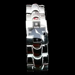 このコーデで使われているFolli Follieの腕時計[ブラック/シルバー]