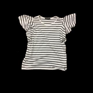 このコーデで使われているINGNIのTシャツ/カットソー[ホワイト/ネイビー]