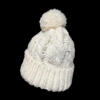 このコーデで使われているGUのニット帽[ホワイト]