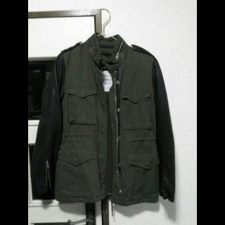 このコーデで使われているpanajiのミリタリージャケット[ブラック/ブラウン]