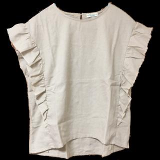 このコーデで使われているearth music&ecologyのTシャツ/カットソー[ベージュ]